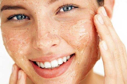 Come avere una pelle perfetta: Esfoliare