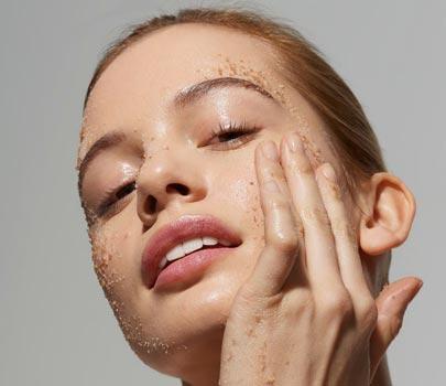 Scrub viso: Quando usare uno scrub viso?