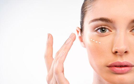 Zampe di gallina nel contorno occhi: rimedi e trattamenti